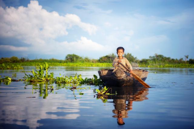 boy tolne sap lake cambodia holiday