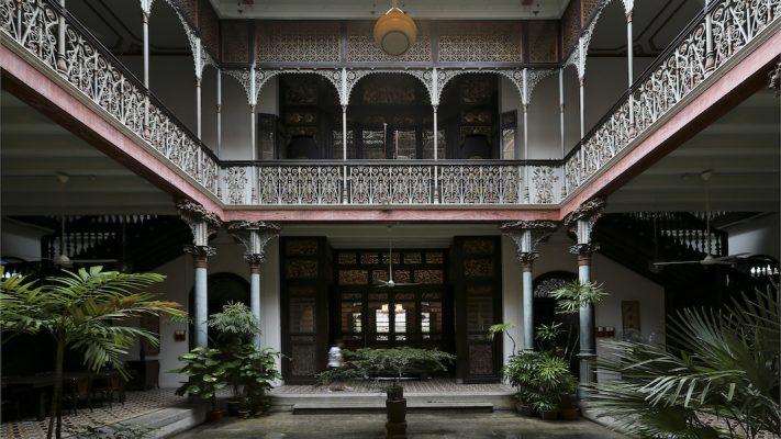 blue-mansion-central-courtyard