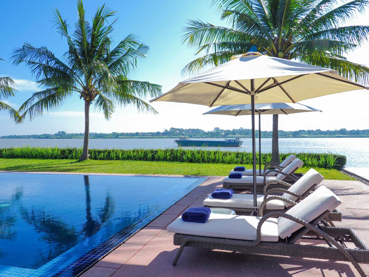 Review Top 3 Luxury Hotels In Phnom Penh Luxury Travel In Asia